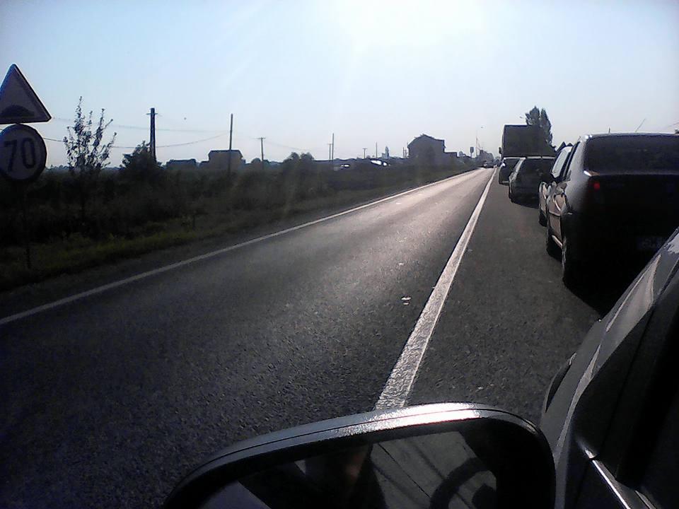 Cozi interminabile și nervi întinși la maxim pe Drumul Careiului. 2 km = 40 de minute