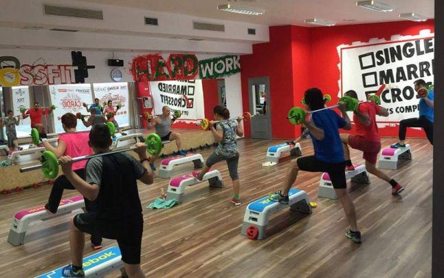 """Grand Fitness: Ce este """"Insanity"""", antrenamentul la care puţini curioşi rezistă mai mult de 5 minute: """"Îţi vine să vomiţi"""""""