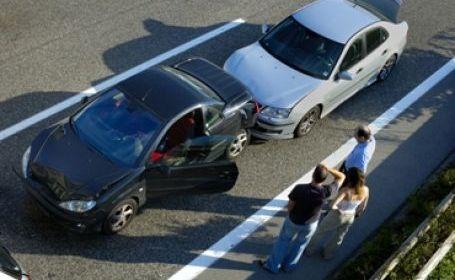 Ciocnire între doi participanți la trafic în Tășnad. O femeie a ajuns la spital