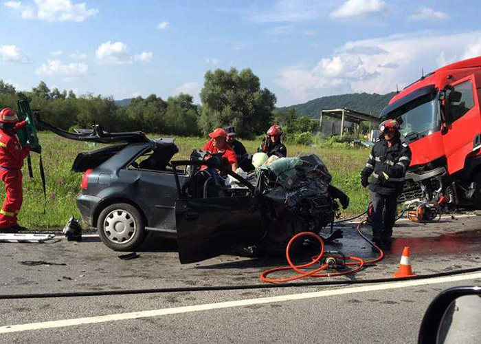 Un tânăr din Satu Mare a murit într-un accident în Sălaj. A intrat cu mașina într-un TIR  FOTO&VIDEO