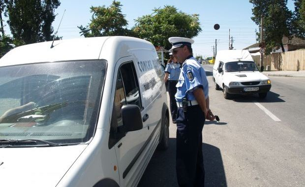 A condus din Budapesta până în Carei fără permis. Unde ajungea dacă nu îl oprea poliția?