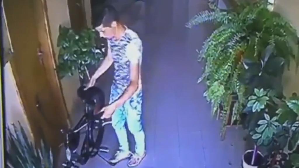 Un sătmărean lăsat fără o bicicletă de 1600 de lei cere ajutor pentru prinderea hoțului