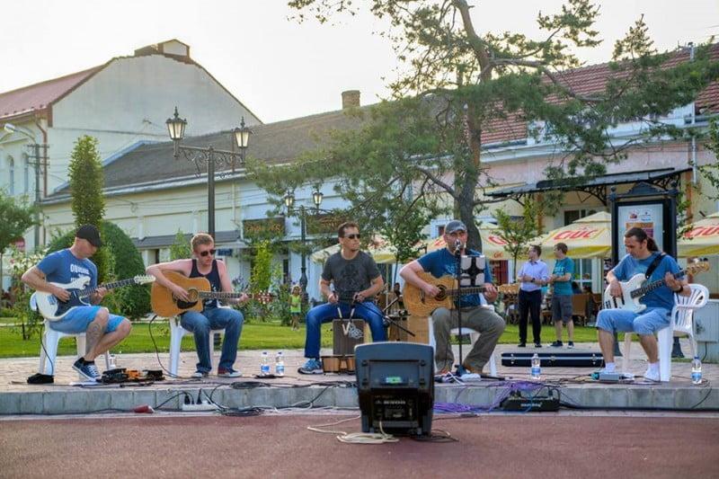 """""""Festivalul muzicii de stradă"""" umple străzile din Satu Mare de energie . Vezi programul"""