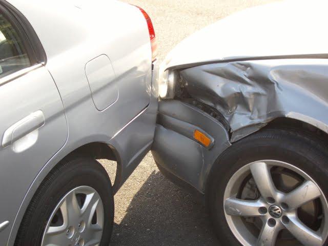 Accident ușor în Botiz. Șoferul vinovat era beat și a încercat să fugă de la locul faptei