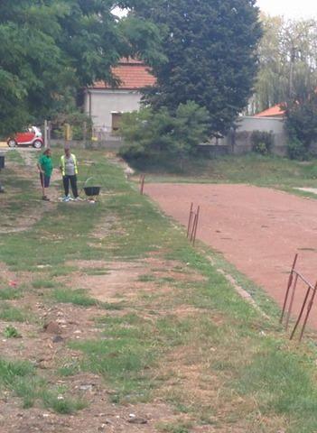 REVOLTĂTOR! Oameni aflați în pauză…de bun simț, fac grătare pe Stadionul Dinamo
