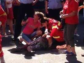Bărbat înjunghiat în mijlocul străzii în Micro 15. Autorul a fugit  – GALERIE FOTO