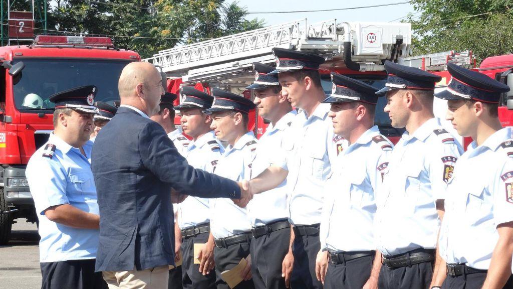 """Eroii și-au primit recunoașterea. 44 de angajați ISU """"Someș"""" Satu Mare au fost avansați în grad"""