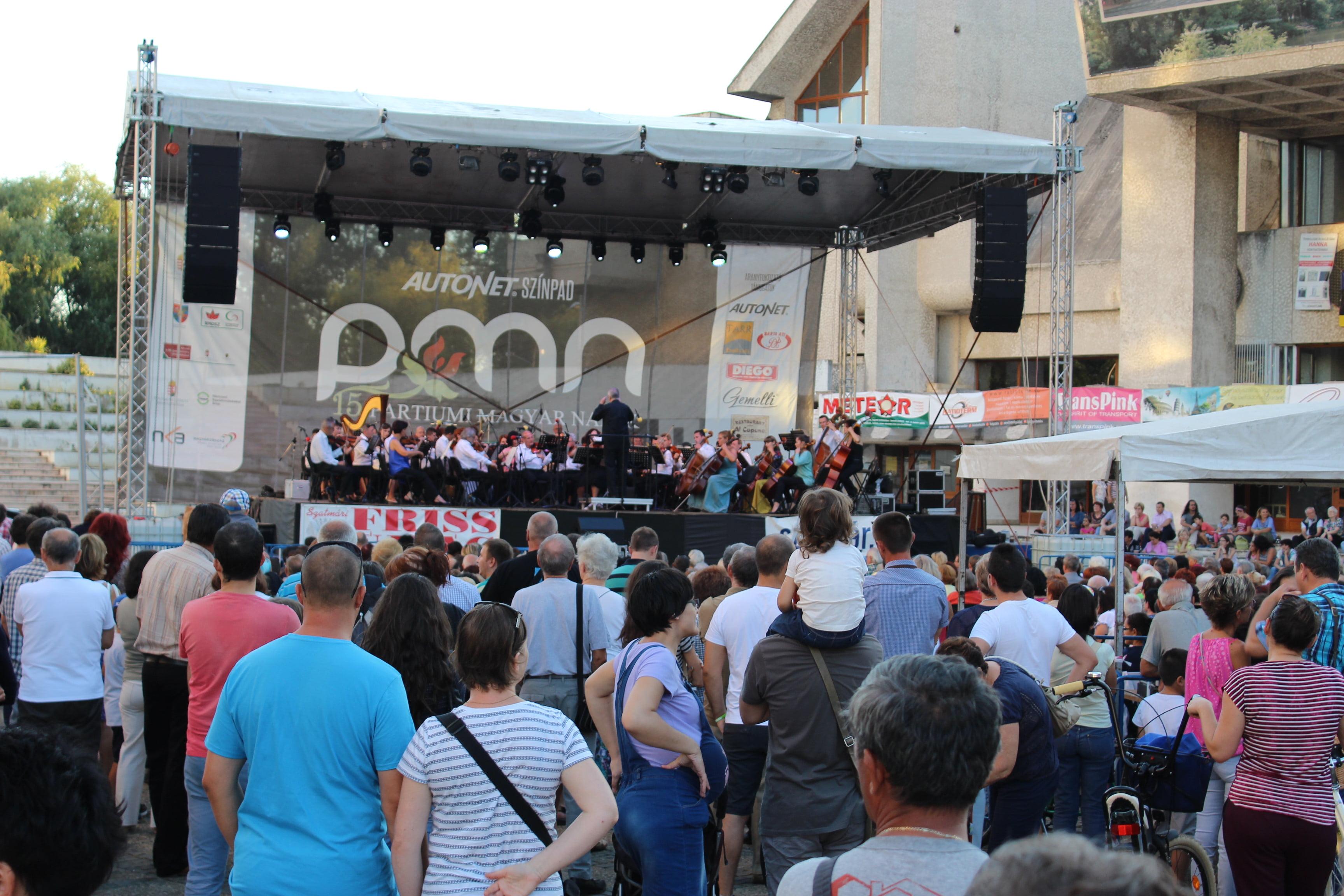 Concert frumos al Filarmonicii Dinu Lipatii în centrul nou. Păcat de atmosferă!
