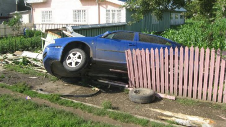 Accident în Călinești Oaș! Doi tineri au ajuns la spital
