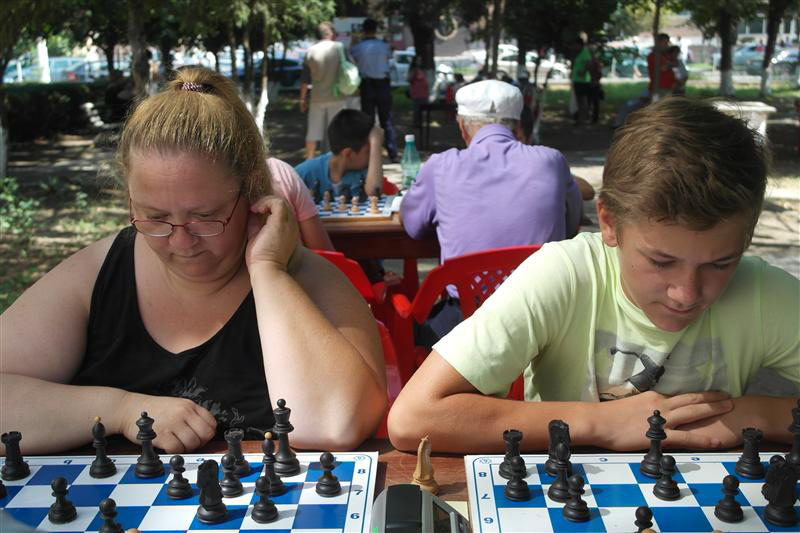 Dă mat bunicului – partidă amicală de șah la Zilele Maghiare Partium