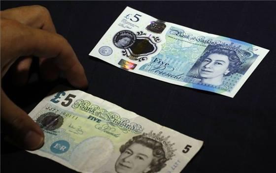 A angolok is áttérhetnek a műanyag pénz használatára