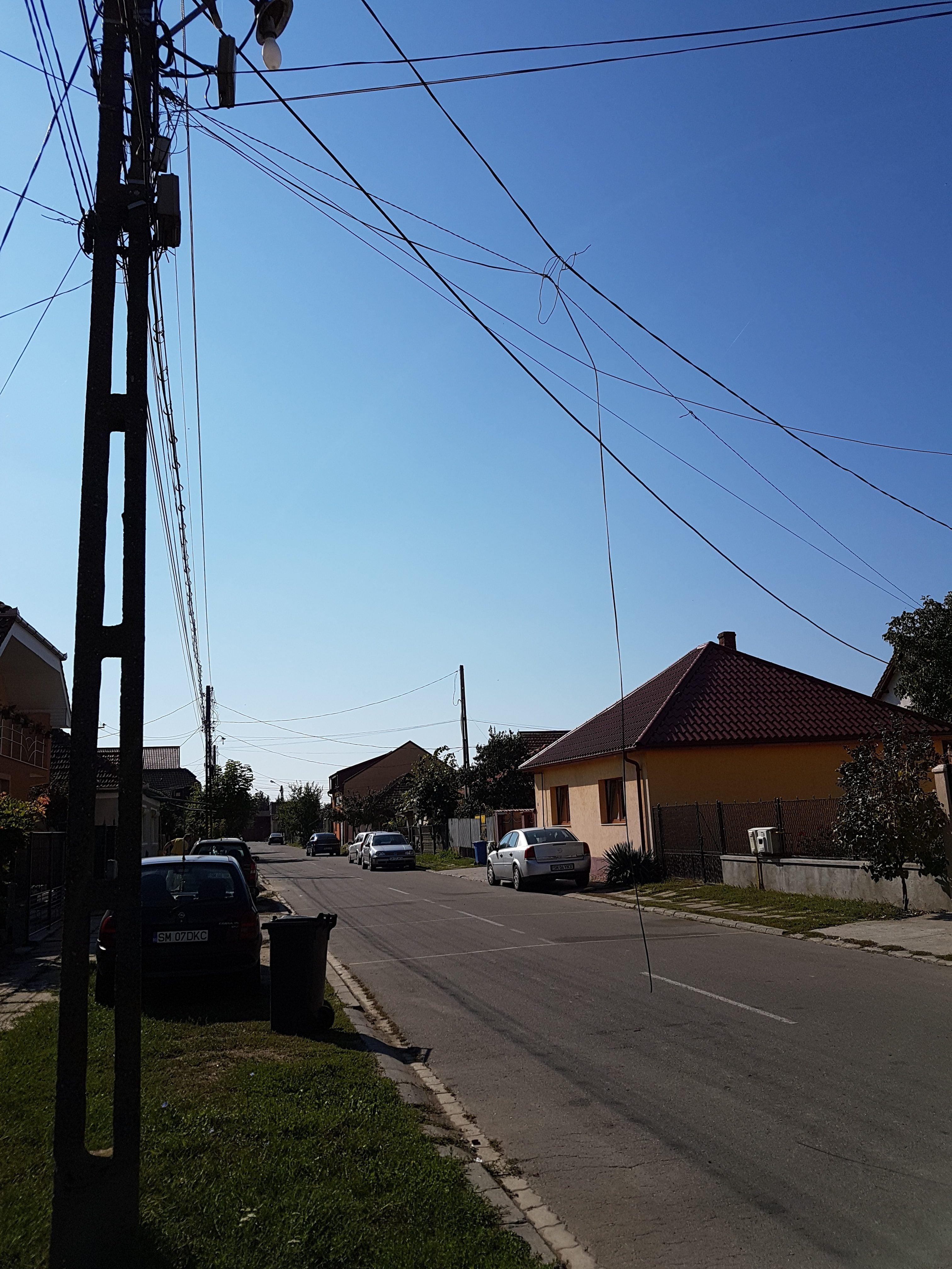 O stradă în pericol de electrocutare!