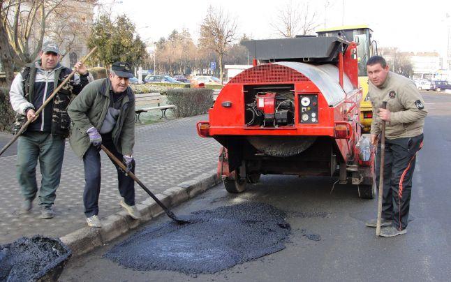 Soluție de compromis găsită de primărie pentru problema asfaltărilor. Își face firmă proprie de asfaltări