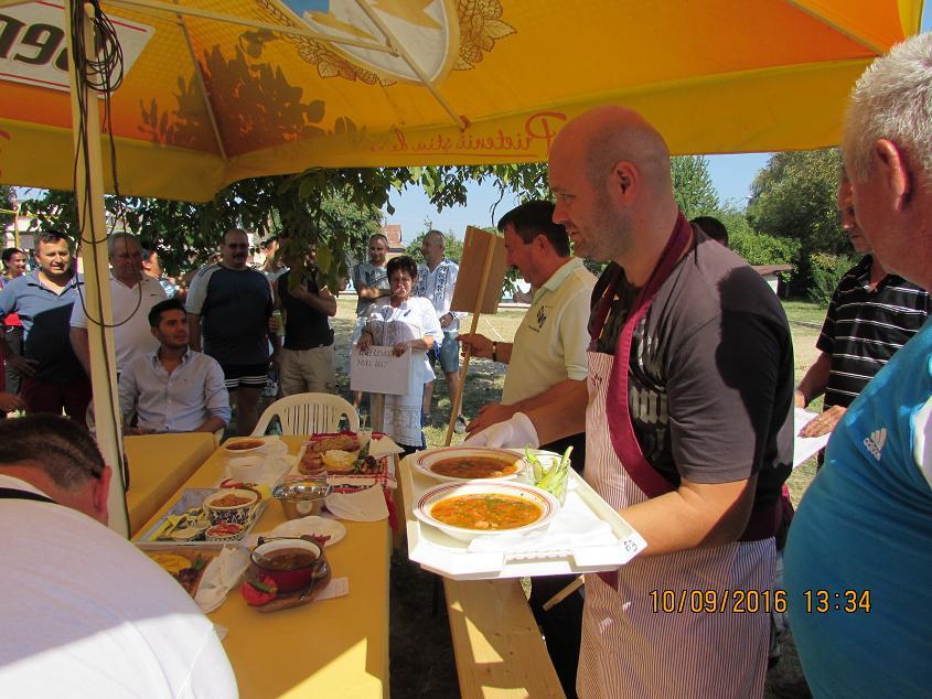 Pompierii s-au jucat cu focul…sub ceaun la concursul de gătit organizat sâmbătă