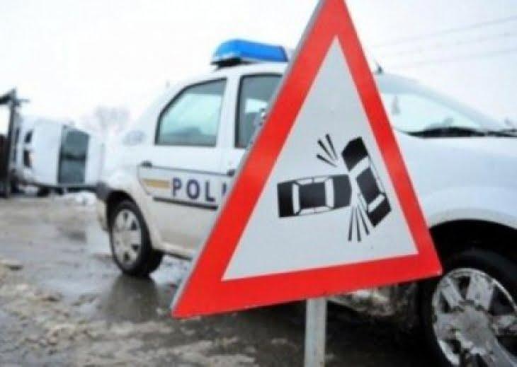 Neacordarea de prioritate, cauză de accident! Două mașini s-au ciocnit