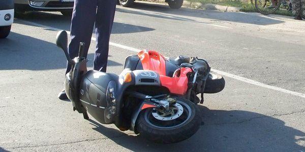 Polițiștii din Gherța Mică au fost solicitați să intervină în cazul unui mopedist neîndemânatic care s-a accidentat singur