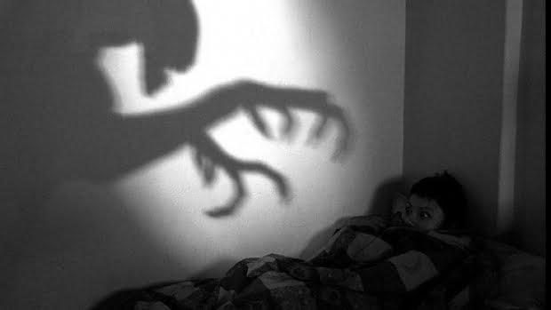 """Tu ști de ce îl visează copilul tău pe """"Bau Bau""""? Psihologul sătmărean Călin Secan îți explică"""