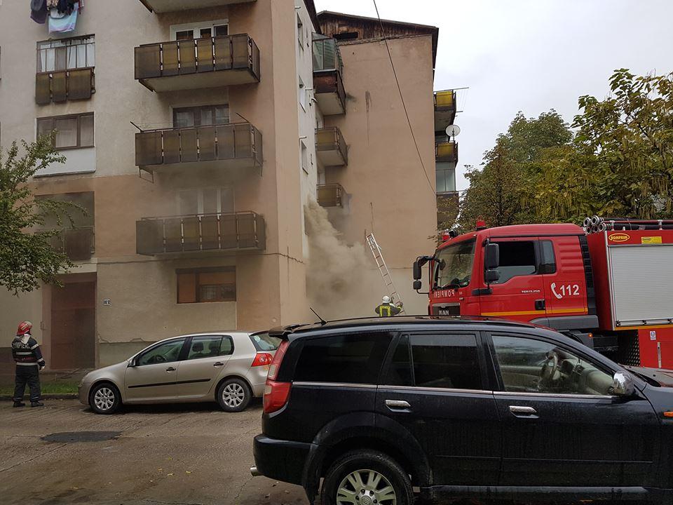 Incendiu în Micro 17. Un apartament a luat foc și tot cartierul a intrat în panică