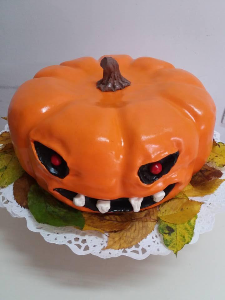 Cel mai tare dovleac de Hallowen e de fapt un tort. Oare cine îl va devora?