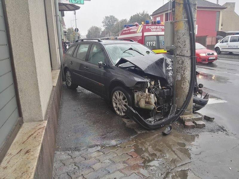 Accident la Burdea și circulație blocată. Cine e vinovat?