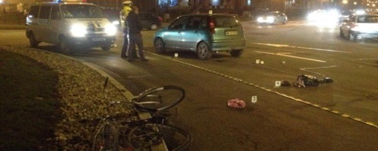 Biciclist neatent și grăbit, luat pe capotă de un șofer. Totul s-a petrecut pe trecerea de pietoni