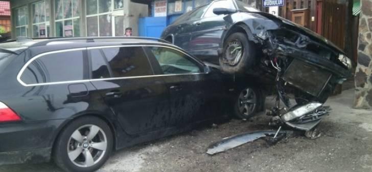 Accident la Medieșul Aurit. Un șofer beat și-a făcut mașina praf