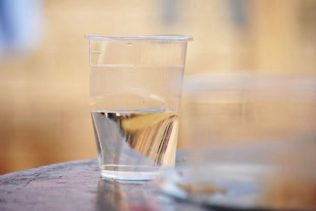 Anchetă din partea Avocatului Poporului în cazul apei cu e-coli. S-a încălcat Constituția?