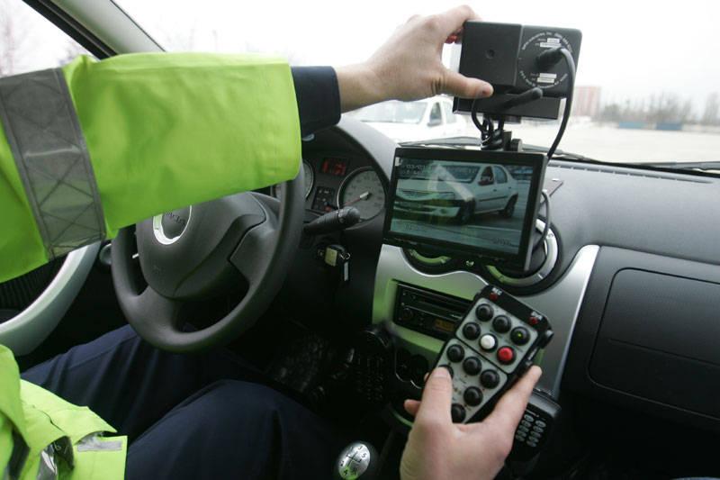 A depășit viteza legala cu 100 de km/h. Polițiștii i-au săltat permisul pe loc