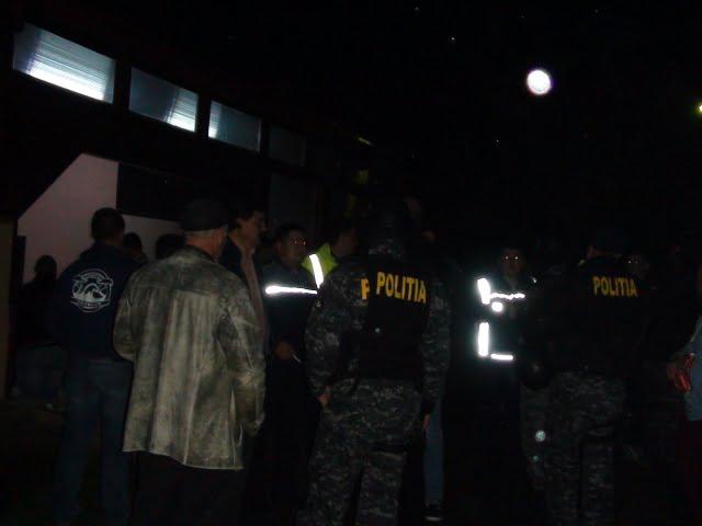 Scandal într-un club din Satu Mare. Un bărbat a făcut scandal și s-a tăiat singur pe mâini