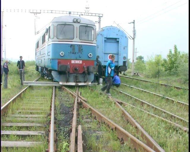 Panică și o întârziere serioasă pentru sute de călători de pe ruta Satu Mare – București. Locomotiva a deraiat