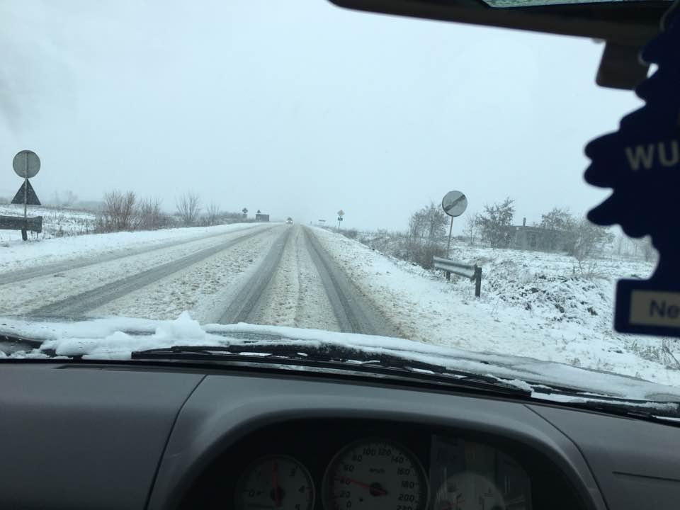 ATENȚIE ȘOFERI!!! Drumuri aproape impracticabile în Sălaj din cauza zăpezii, începând de la KM 0