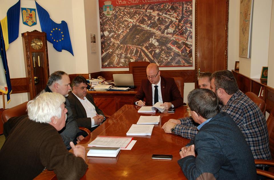 S-a semnat contractul pentru întreținerea drumurilor și lucrări de infrastructură. Să înceapă munca!