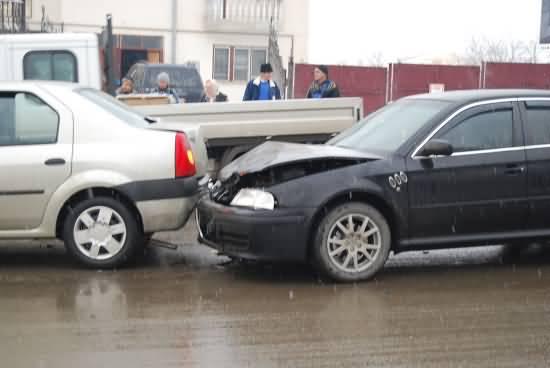 Ciocnire între două autoturisme în Negrești Oaș. Un bărbat a fost rănit