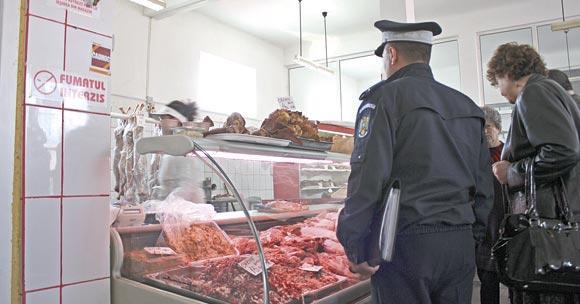 14 amenzi și peste 100 kg de carne și legume, dar și alcool, confiscate de polițiști și inspectorii DSVSA