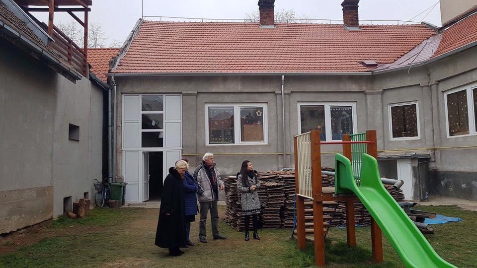 După ani de așteptare, copiii de la Grădinița Guliver au acoperiș nou