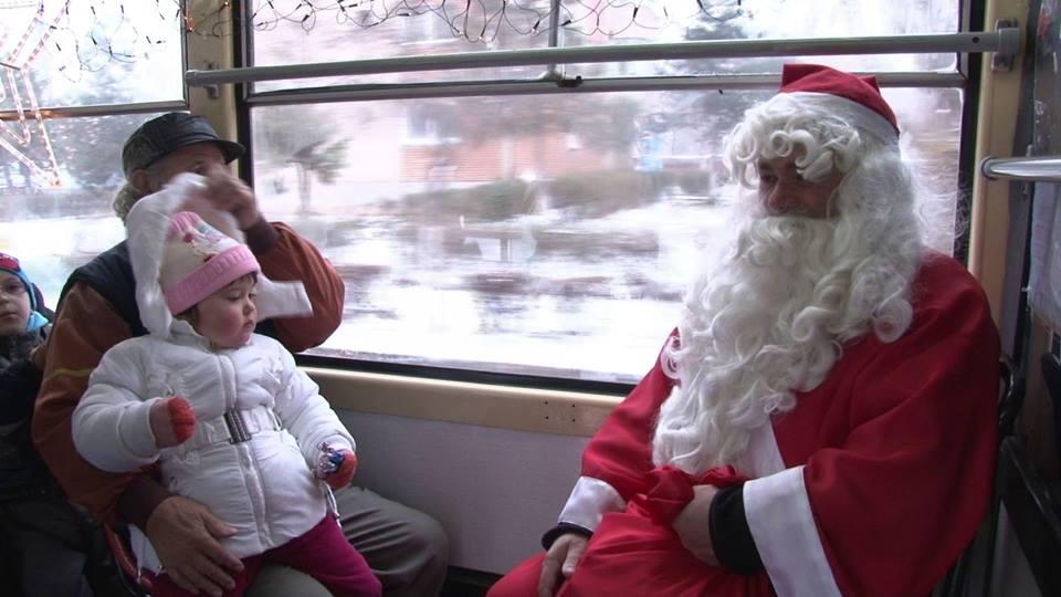 """""""Vreau și eu Moș Crăciun"""", o campanie care te îndeamnă să fii moșul unei unei familii nefericite"""