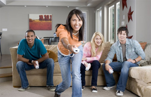 Jocuri pentru adulții care își petrec serile de iarnă acasă, cu prietenii