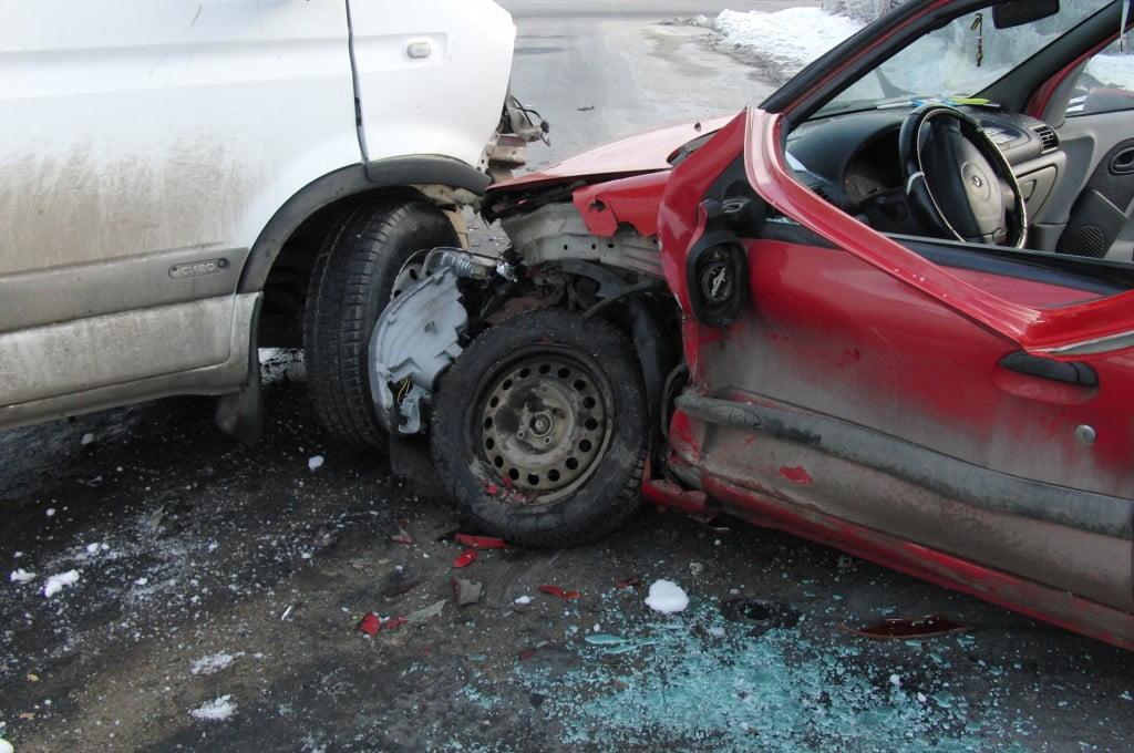 O șoferiță a produs o tamponare în Botiz și a fost rănită ușor