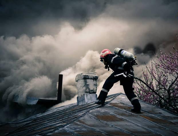 Pompierii din Tășnad a fost solicitați serios în ultimele zile! Au salvat două case