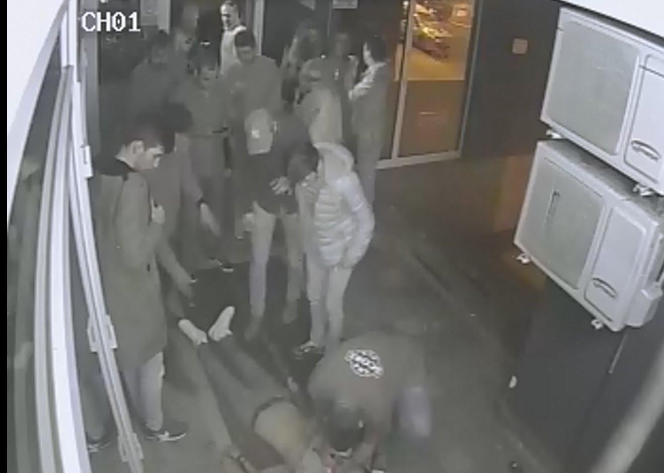 Un angajat al unui ziar din Satu Mare, bătut în club până a ajuns la spital. Totul a fost filmat
