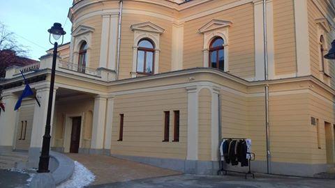 Gest de milioane!!! Ce au făcut actorii de la secția maghiară a Teatrului de Nord pentru cei care suferă din cauza gerului