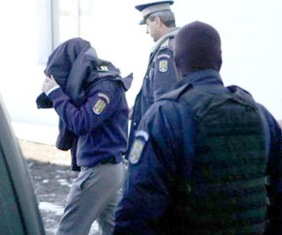 Polițistul anchetat de DNA a fost arestat pentru 30 de zile