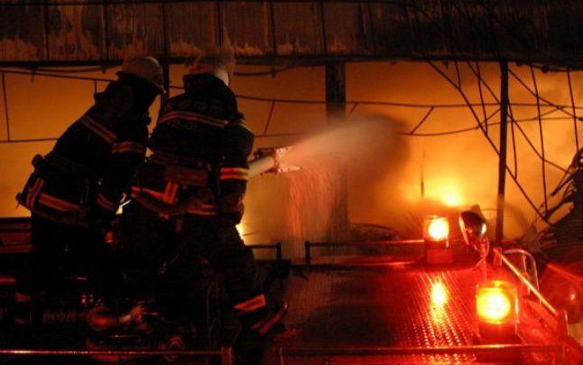 Incendiu uriaș la Târșolț. Unui gopodar i-a ars până și tractorul