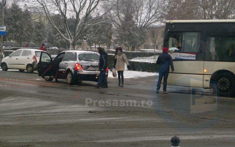 Accident in intersecția Horea – I.C. Brătianu. Virajul la stânga face prima victimă
