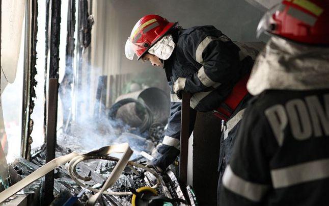 Femeie arsă de vie în propria casă. Un incediu a băgat spaima într-un bloc întreg din Carei