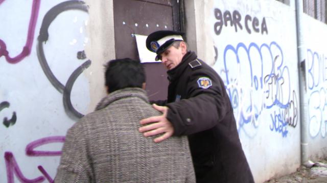 17 oameni ai străzii au fost duși la adăpostul de noapte, pentru a fi salvați de ger