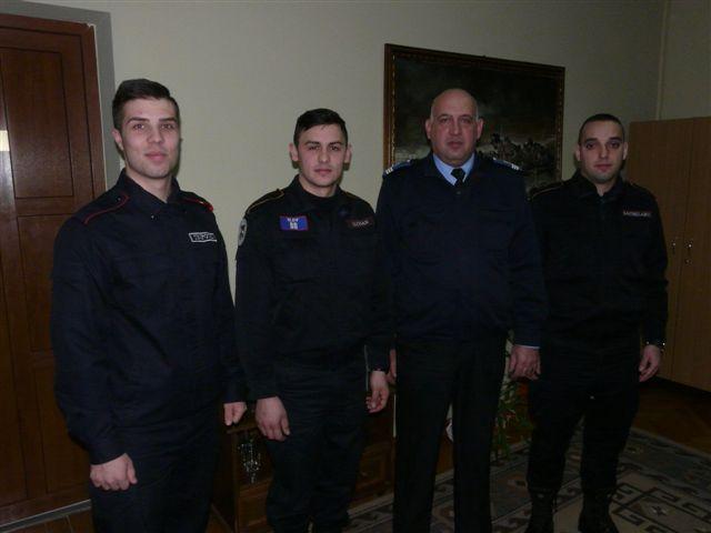 Trei tineri în practică la Jandarmeria Satu Mare