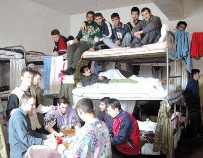 Deținuți înghesuiți. Penitenciarul din Satu Mare este cel mai aglomerat din țară.