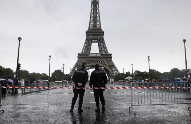 Turismul în Paris, la un an de la atentate, văzut prin ochii unui sătmărean