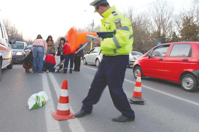 Pieton accident pe trecere, în Piața Romană